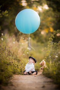 Birthday Balloons Photography Children Ideas For 2019 1st Birthday Photoshoot, Baby Boy 1st Birthday, Baby Boy Photography, Children Photography, Photography Music, Photography Ideas Kids, Outdoor Baby Photography, Urban Photography, White Photography