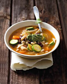 Italiaanse minestrone-sop My Recipes, Cooking Recipes, Recipies, Pesto, Vegetarian, Yummy Food, Snacks, Ethnic Recipes, Soups