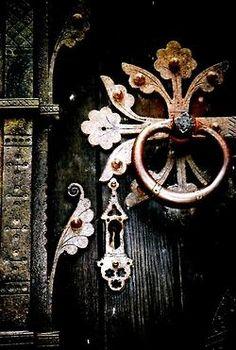 ornate  ☾• ˚ * 。• ✩