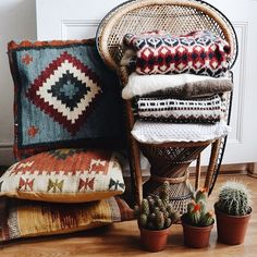 Love these blankets and pillows. ✌️