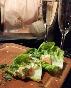 Coloradon avajaiset Tampereella... Ei toiminut ollenkaan. Jouduin varastamaan tarjottimen tarjoilijan käsistä jotta saimme lohta. Ei hyvä. Ei homma hanskassa ja jäimme nälkäiseksi kun emme saaneet ruokaa. Emmekä juomaa ei edes alkoholitonta!!! Joten lähdimme kotiin ennen aikoja. #ravintolassa @ravintolafi @coloradorestaurants #ruokablogi #ruoka#kotiruoka #herkkusuu #lautasella #Herkkusuunlautasella#ruokasuomi