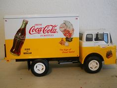 Vintage Coca Cola Delivery Truck White And Yellow Ertl Collectibles Ford