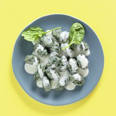 Grüne Gnocchi mit Roquefortsahne Rezept   Küchengötter Eggs, Breakfast, Ethnic Recipes, Food, Gnocchi Recipes, Few Ingredients, Cooking, Morning Coffee, Essen