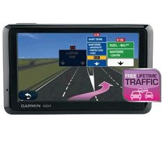 Garmin bietet Ihnen ein sicheres und wirtschaftliches Fahren und optimierte Wege mit dem GPS Navigationssystem nüvi 1390T Europa. Dieser Navigator nuvi besitzt u. a. das Programm ecoRoute, eine Bluetooth-Verbindung und einen Fahrspurassistenten.