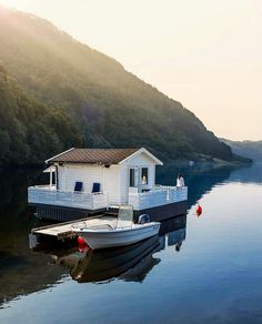 A weekend in a floating house near a fjord sounds good right about now. Serenity, Lakefront Property, Floating House, Lake View, Rustic Design, Tiny House, Boat House, Beautiful Places, Scandinavian