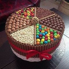 Bolo Kit Kat: 25 modelos incríveis (With images) Food Cakes, Candy Cakes, Cupcake Cakes, Cute Cakes, Yummy Cakes, Chocolate Box Cake, Chocolate Heaven, Chocolate Lovers, Chocolate Candy Cake