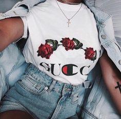 Watch live girls for free @ Freebestcams . Streetwear Mode, Streetwear Fashion, Robes Glamour, Live Girls, Looks Street Style, Fashion Beauty, Womens Fashion, 90s Fashion, Style Fashion