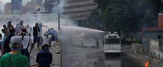 La #Represión BRUTAL en #Venezuela hoy; apesar de ello las #Protestas de RECHAZO al Régimen continuan y se suman más y más personas; #Foto en #Altamira #Caracas (182) /// @CESCURAINA/Prensa en Castellano en Twitter