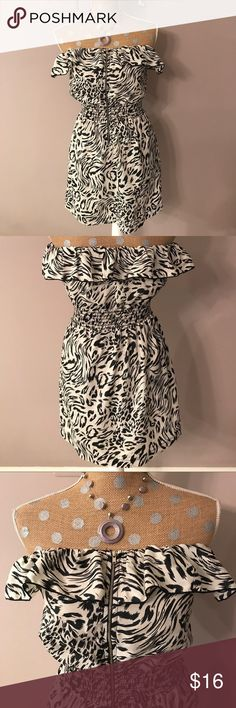 XXI✨Strapless Dress Black and off white pattern, zip up front. Size M XXI Dresses