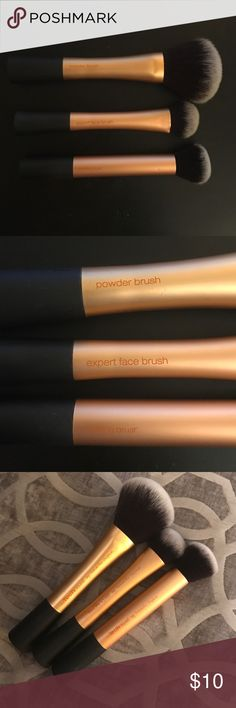 Real Techniques Brush Bundle Powder brush, expert face brush, and buffing brush. Original real techniques design. Don't reach for these anymore so they need a new home! Washed and sanitized :) Real Techniques Makeup Brushes & Tools