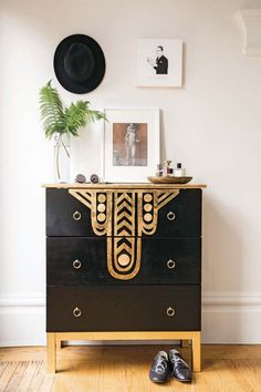 Art Deco - DIY Patterns, Furniture, Wallpaper | Apartment Therapy. Great for a guest bathroom.