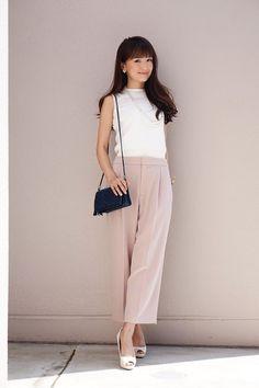 Swans Style is the top online fashion store for women. Japan Fashion, Work Fashion, Denim Fashion, Uniqlo Women Outfit, Autumn Fashion Grunge, Professional Dresses, Colorful Fashion, Minimalist Fashion, Chic Outfits