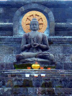 Buddha - Brahmavihara Arama - Banjar, Bali - by Fra Fuga on Flicker Buddha Zen, Gautama Buddha, Buddha Buddhism, Buddhist Temple, Buddhist Art, Temple Bali, Temples, Zen Master, Sculptures