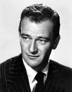 John Wayne. Nació el 26 de Mayo de 1907 en Winterset, Iowa, Estados Unidos. Murió el 11 de Junio de 1979 en Los Ángeles, California, Estados Unidos.