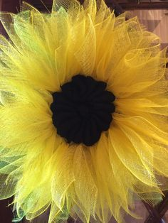 Sunflower Wreath made with poly deco mesh by Katherine Johnson zpWRe Deco Mesh Crafts, Wreath Crafts, Diy Wreath, Tulle Wreath, Wreath Ideas, Deco Mesh Wreaths, Holiday Wreaths, Burlap Wreaths, Winter Wreaths