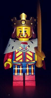 Der König kehrt heim.  #king #lego #minifigur Lego, Mini, Online Marketing, Samurai, Ronald Mcdonald, Candles, Birthday, Fictional Characters, Art