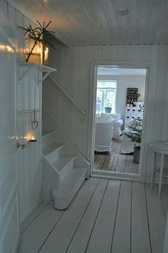 Swedish Decor Inspiration for Small Apartment - The Urban Interior Cottage Shabby Chic, White Cottage, Shabby Chic Homes, Cottage Style, Interiores Shabby Chic, Swedish Decor, Cottage Interiors, White Rooms, Cottage Living