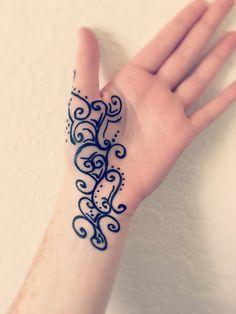 Henna art: swirl design