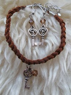 Brown Celtic triskeleon jewelry set, by AvalondesignsNL