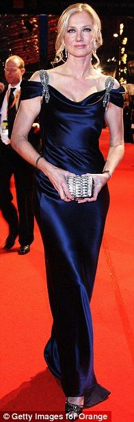 Joely Richardson in Catherine Walker at the 2010 BAFTAs, February 2010 Natasha Richardson, Joely Richardson, Fashion Advice, Fashion Outfits, Catherine Walker, Young Actresses, Aging Gracefully, Classic Beauty, Red Carpet Fashion