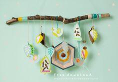 Free download #herfsthanger | Hikjes in Huis en Kinderkamerstylist Rainy Day Crafts, Spring Crafts For Kids, Diy For Kids, Nursery Activities, Craft Activities For Kids, Arts And Crafts, Paper Crafts, Diy Crafts, Mobiles