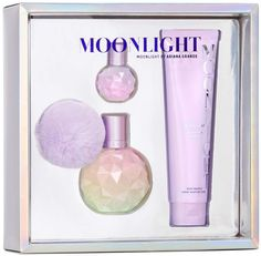 Moonlight by Ariana Grande -The fragrance opens with sparkling Rich Black Currant and Juicy plum while the ultra-feminine heart of Fluffy Marshmallow and Fresh Peony add a captivating wink of intrigue and mystery. Next Purses, Ariana Merch, Ariana Grande Perfume, Beauty Hacks, Beauty Tips, Beauty Products, Perfume Gift Sets, Black Currants, Fragrance Mist