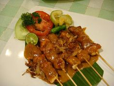 Sate ayam Dapur Sunda Sundanese Chicken Satay with Peanuts Seasonings Chicken Satay, Chicken Wings, Dutch Recipes, Asian Recipes, Aruba Food, Sate Ayam, Indonesian Food, Recipes From Heaven, Grilled Meat