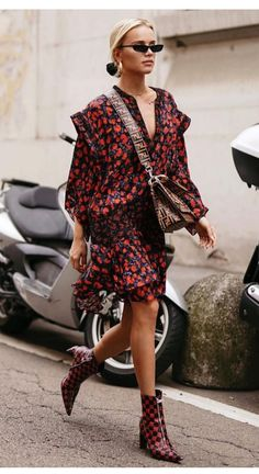 Looking to channel that French girl je ne sais quoi? Check out these incredible French clothing brands. 3 French fashion brands every girl should know. Fashion Mode, Fashion Week, Love Fashion, Fashion Brands, Fashion Outfits, Womens Fashion, Fashion Fashion, Fashion Lookbook, Latest Fashion