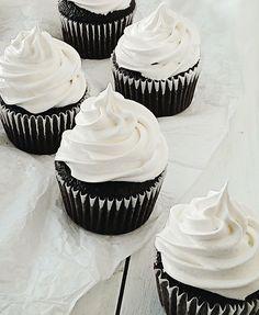 Caramallow Cupcakes + a Delicious-in-Focus Contest