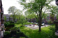 Foto's van dit leuke hoekappartement in de Zuid Hollandstraat 122 in Buitenveldert. Drie slaapkamers, een ruim balkon en een mogelijkheid tot een tuin op de beganegrond.