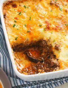 Eggplant Casserole Recipe, Beef Casserole Recipes, Casserole Dishes, Mousaka Recipe, Moussaka Recipe Vegetarian, Eggplant Moussaka, Homemade White Bread, Vegetarian Recipes, Gourmet