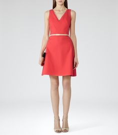 Need a new dress? Shop our extensive range of outlet dresses for sale online now. Perfect for event season, the office or a night out, our dress sale has plenty of stylish options. Day Dresses, Short Dresses, Reiss Fashion, Pretty Dresses, Trendy Outfits, Fashion Dresses, Capsule Wardrobe, Summer Wardrobe, Clothes For Women