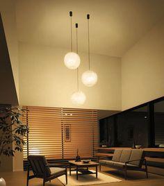 自然素材(綿糸)カバーの和風ペンダントライト大糸月【天井吊り照明】 | おしゃれ・かわいい・レトロ・和風・お店向けのインテリア照明を厳選。通販店「家暮楽」 My House, Mid-century Modern, Mid Century, House Design, Ceiling Lights, Living Room, Interior Design, Lighting, Table