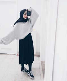 """""""Top 10 Styles"""" Perfect Summer Look - Latest Casual Fashion Arrivals. - """"Top 10 Styles"""" Perfect Summer Look – Latest Casual Fashion Arrivals. The Best of casual outfits in 2017 nice Source by easterdiy - Muslim Fashion, Modest Fashion, Fashion Outfits, Fashion 2017, Street Fashion, Islamic Fashion, Dress Fashion, Fashion Clothes, Hijab Fashion Inspiration"""