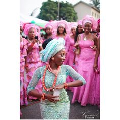 Ada Ada! Such a beautiful display of Igbo culture! ❤️ Bride @adanma_o Photo @caramelphotos1  #BellaNaijaWeddings