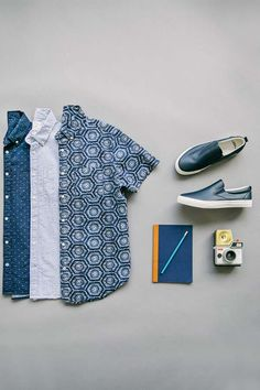 Gap's short-sleeve seersucker print shirts are perfect for casual summer outings. Shop these styles now.