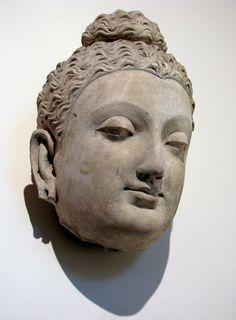 Tête de Bouddha, site de Hadda, monastère de Tapa-Kalan, Afghanistan, 3ème-4ème siècle. Musée Guimet, Paris. © Vassil