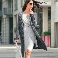 Элегантное пальто с рельефным узором