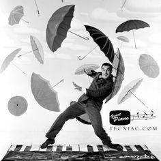 Hoy Fred se ha levantado con ganas de cantar y bailar sobre nuestro Piano Gigante y no para de llover en Madrid! ;P What a glorious feeling I'm happy again!  >> Piano / teclado gigante (1,80 metros) >> http://www.tecniac.com/Piano-teclado-gigante-180-centimetros