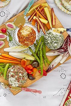 Cheese Ball Trio: Blue Cheese-Bacon, Smoky Cheddar Pecan, and Pepperoncini-Feta Easter Appetizers, Appetizer Recipes, Yummy Appetizers, Cheese Recipes, Cheese Appetizers, Picnic Foods, Picnic Recipes, Picnic Ideas, Party Recipes