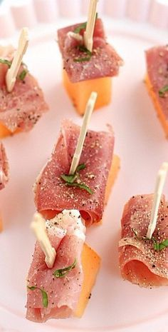Prosciutto and Cantaloupe Appetizers.my mom used to make these all the time and I forgot how easy and delicious they are! Prosciutto and Cantaloupe Appetizers.my mom used to make these all the time and I forgot how easy and delicious they are! Finger Food Appetizers, Appetizers For Party, Birthday Appetizers, Light Appetizers, Easter Appetizers, Easy Summer Appetizers, Brunch Finger Foods, Toothpick Appetizers, Baby Shower Appetizers