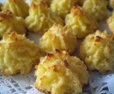 INGREDIENTES:   4 Huevos  1 kg de coco rallado  1/2 kg de azúcar  800 g de patatas cocidas,en puré   Se baten bien todos los ingredientes...