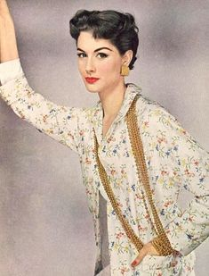Nancy Berg, photo by Erwin Blumenfeld for Vogue 1953 Vintage Glamour, Vintage Vogue, Vintage Ladies, 50s Vintage, Vintage Style, Fashion Mark, Fashion Models, Fifties Fashion, Vintage Fashion
