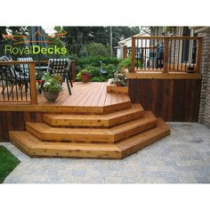 Perfect home living extension - two tiered cedar deck - Traditional - Deck - Toronto - by ROYAL Decks and Landscapes Patio Plan, Deck Plans, Backyard Patio, Deck Pergola, Boat Plans, Deck Stairs, Deck Railings, Tiered Deck, Laying Decking