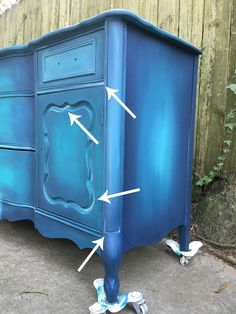 Blue Painted Furniture: Your Blended Paint Inspiration Thea Chalk Paint Furniture blended Blue Furniture Inspiration Paint Painted Thea Blue Painted Furniture, Funky Furniture, Refurbished Furniture, Repurposed Furniture, Shabby Chic Furniture, Furniture Projects, Furniture Making, Furniture Makeover, Painting Furniture
