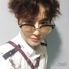 Suho in glasses is my weakness. SUHO is my weakness.