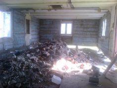 Za radą fachowca stary komin został zburzony. Pan Sylwester wykona nową wylewkę oraz postawi ściany. Brawo !!! Pan Krzysztof Grzegorczyk właściciel lokalnej firmy budowlanej obiecał sfinansować i wykonać nowy komin i piec.
