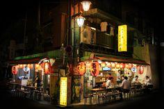 Tokyo - Les tavernes se remplissent gentiment à l'heure du souper.