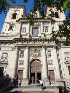 Iglesia de San Ildefonso, de estilo barroco. 1629-1765.  Situada en el punto más alto de la ciudad, desde el mirador de sus torres se puede admirar una vista panorámica desde dentro de la propia ciudad de Toledo. En su interior encontramos esculturas de los siglos XVII y XVIII.