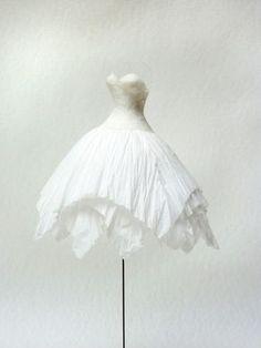 petite robe papier - Franck Depoilly (a tir d'ailes) Paper Dress Art, Paper Art, Paper Dolls, Art Dolls, Winter Wonderland Dress, Paper Mache Paste, Egg Carton Crafts, Conceptual Fashion, Deco Originale